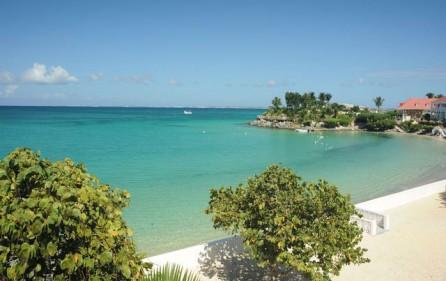 flamboyant-beach-holiday-villa-rental-1