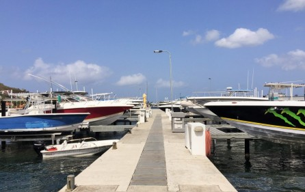 cole-bay-yatch-boat-lifts-for-rent-main pic