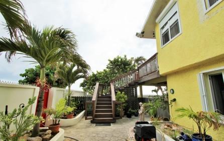 right-on-simpson-bay-beach-villa-for-sale – 17