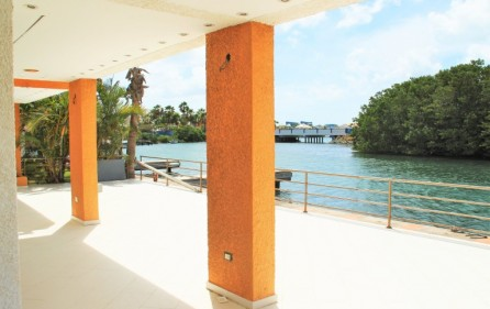 simpson-bay-yatch-club-waterfront-condo-apartment-for-sale-12