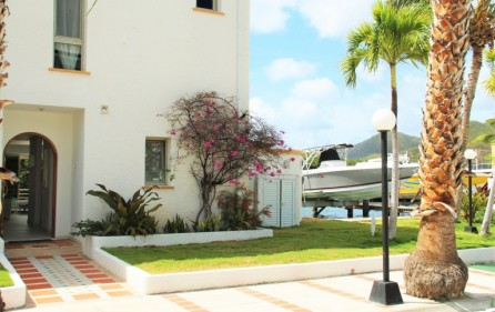 simpson-bay-yatch-club-waterfront-condo-apartment-for-sale-1