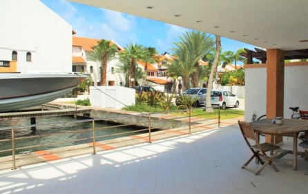 simpson-bay-yatch-club-waterfront-condo-apartment-for-sale-13
