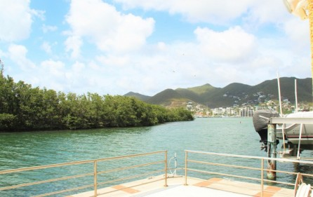 simpson-bay-yatch-club-waterfront-condo-apartment-for-sale-15