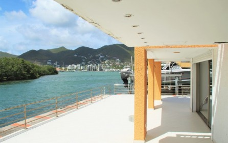 simpson-bay-yatch-club-waterfront-condo-apartment-for-sale-16