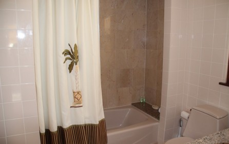 princess-heights-703-condo-for-sale-in-oyster-pond-pic 3