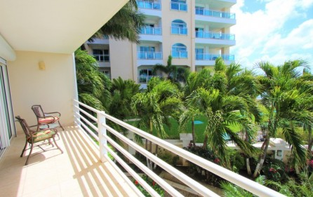 rainbow oceanfront apartments in cupecoy 1