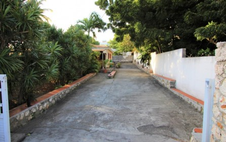 cole bay cozy villa for sale 11