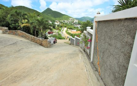 cayhill large family villa for long term rent 21