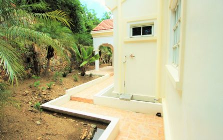 cayhill large family villa for long term rent 5