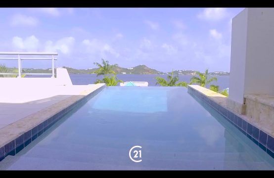 Aquamarina 4 Bedroom Villa For Sale - Infinity style Lap pool