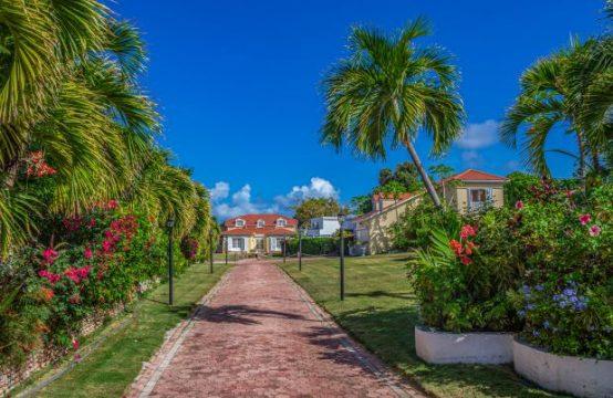 La Familia - Lagoon Front Estate