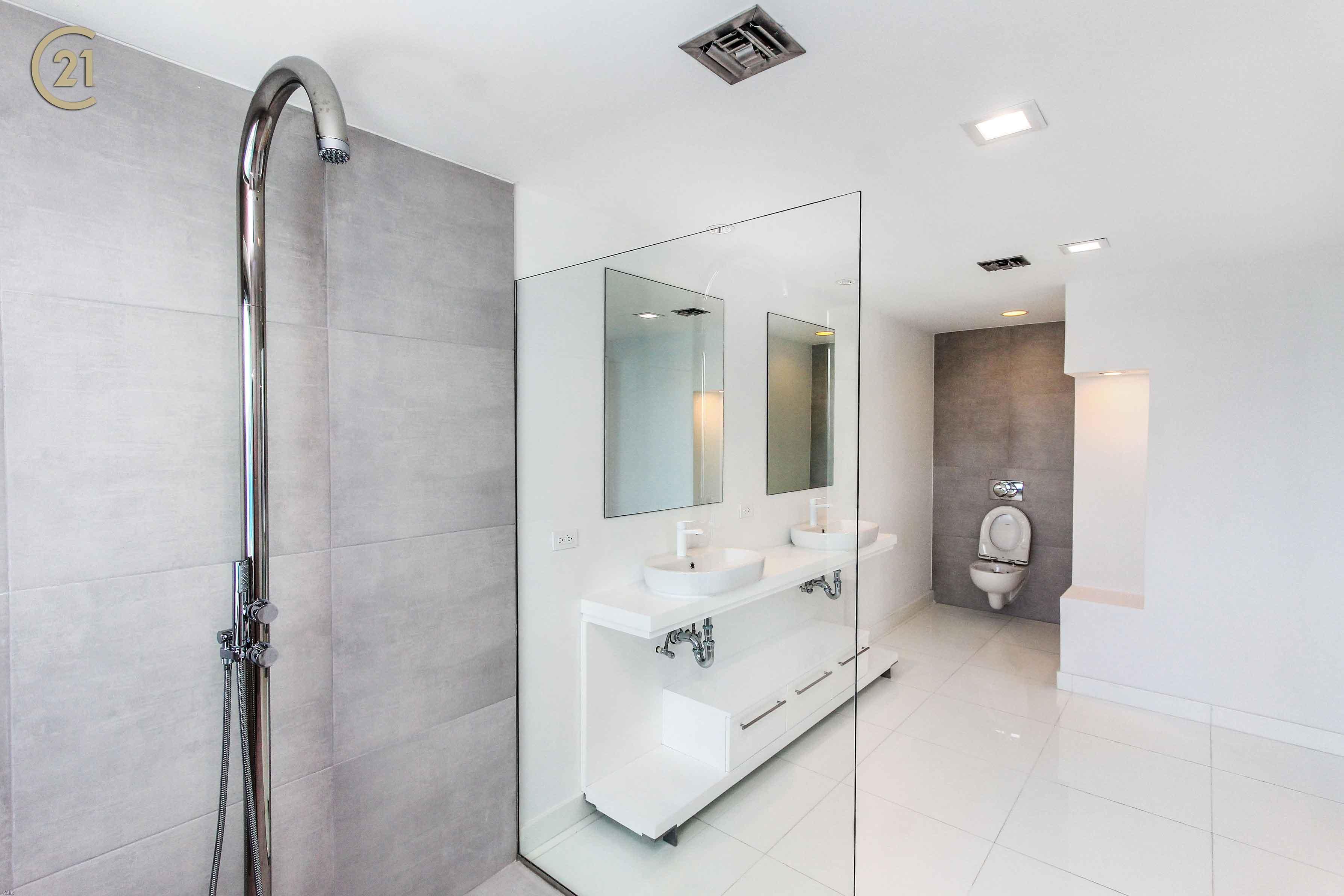 The Cliff Penthouse Bathroom