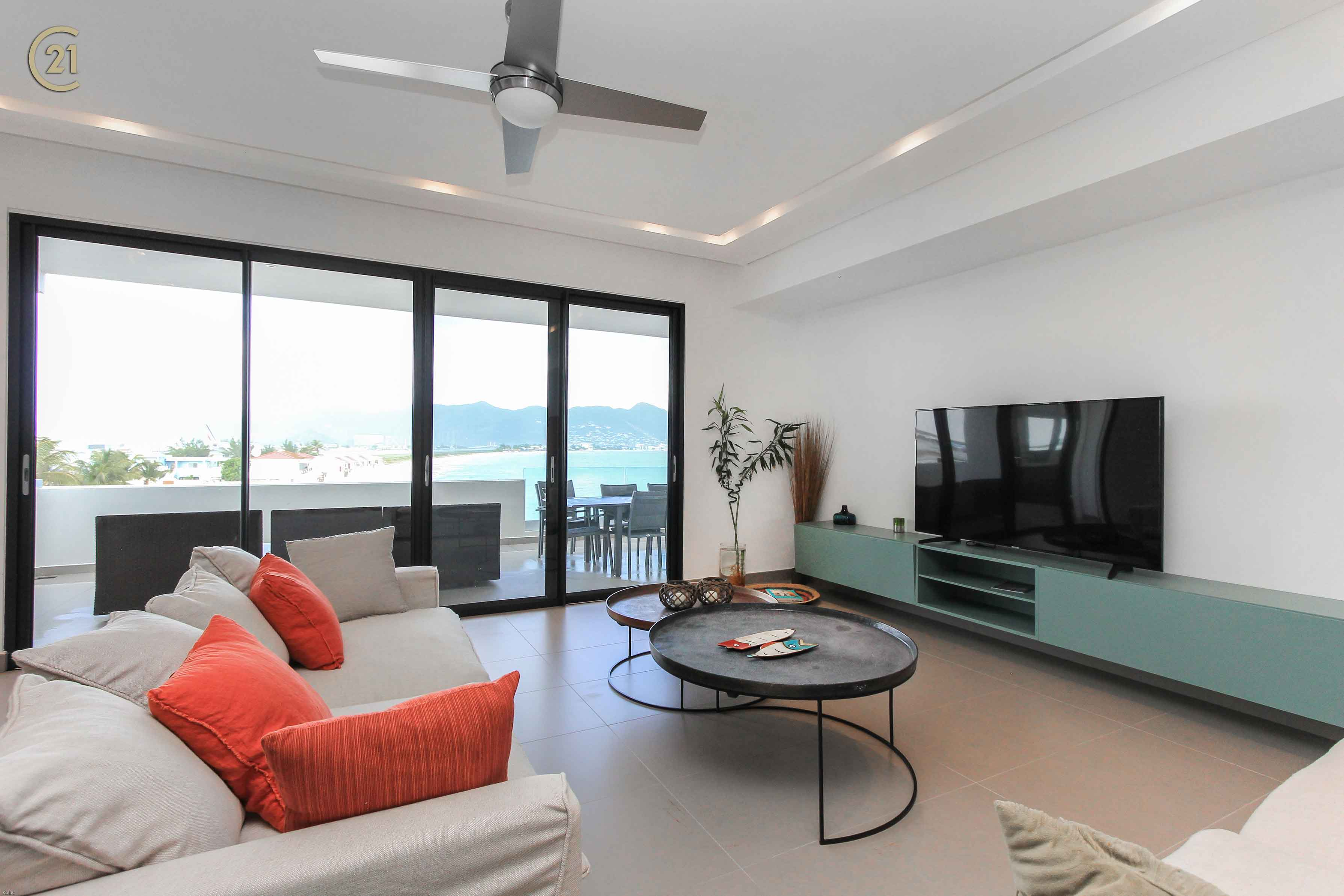 Simpson Bay Beachfront Modern Penthouse With Rooftop Terrace